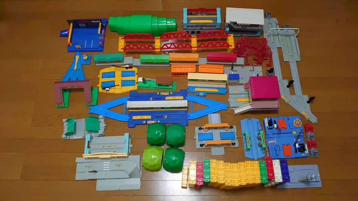 【中古】タカラトミー プラレール 情景部品 駅 トンネル 踏切など 大量セット