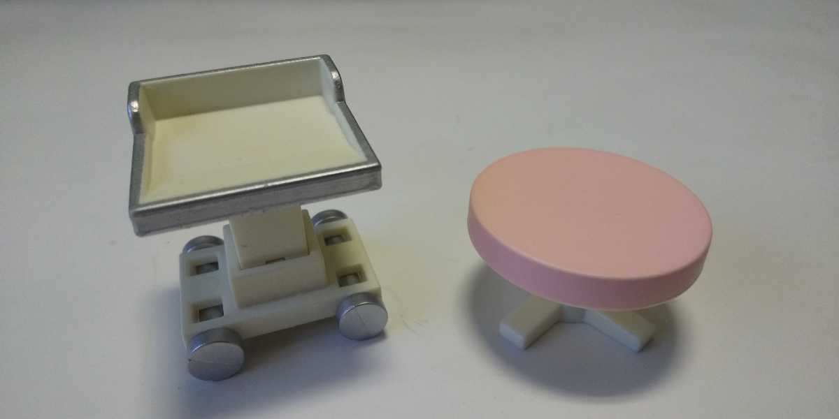 シルバニアファミリー テーブルとイス 歯医者さんセットの小物 備品