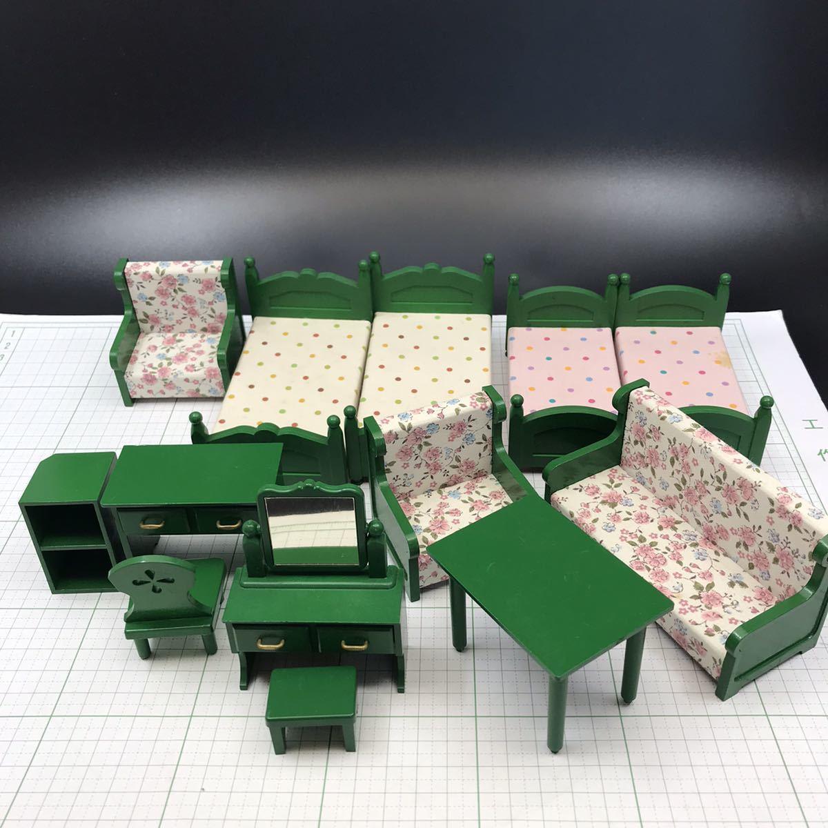 シルバニアファミリー初期家具 ベッド4個、応接セット、ドレッサー、机(日本製)
