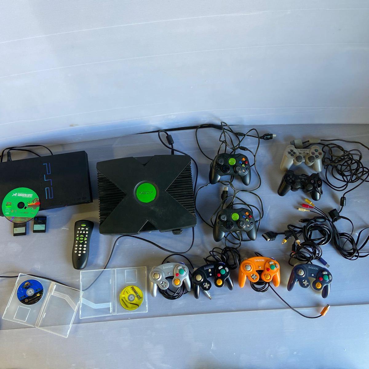 XBOX本体とコントローラー2個。PS2本体とコントローラー。ゲームキューブコントローラー4個とソフトマリオテニス、ソニック2バトル