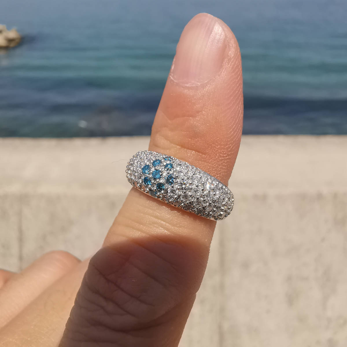 F0435 天然絶品ブルー&カラーレスダイヤモンド 最高級Pt900無垢リング サイズ9.5号 重量5.0g 縦幅7.3mm